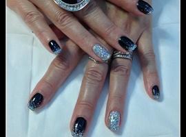 nail art: black bling
