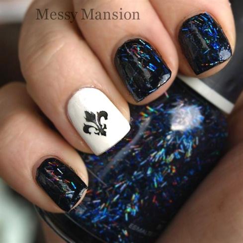 Fleur -de-lis nails