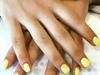 Unhas de gel amarelas