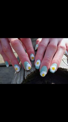 Daisy Nails Throwback