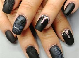 Skull and rose nails