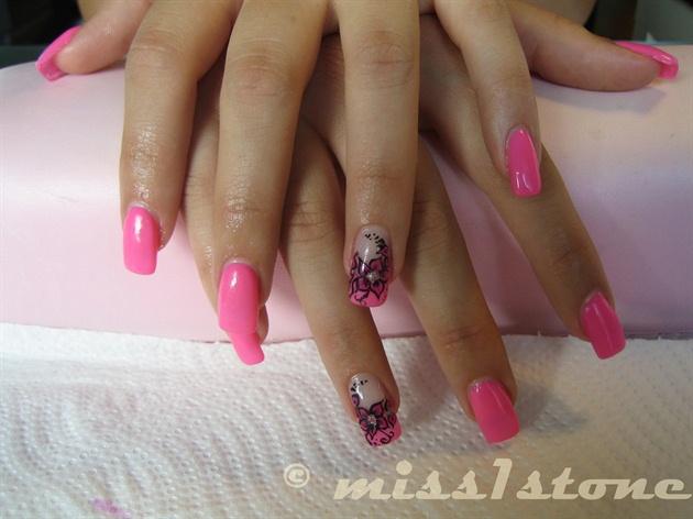 pink flowers and uv-polish