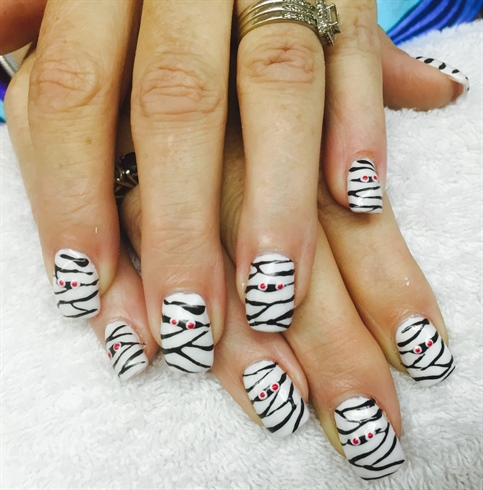 Mummy Halloween nails - Nail Art Gallery