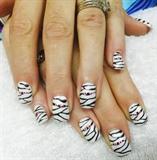 Mummy Halloween nails