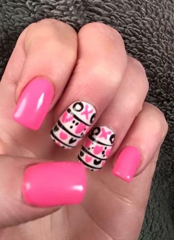Xoxo Valentine's Day nails