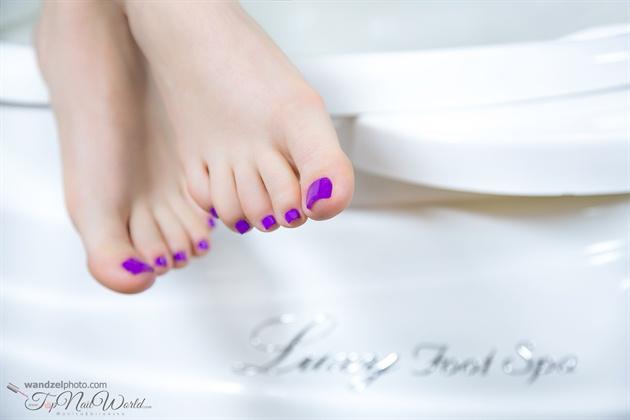 hypnotic violet feet