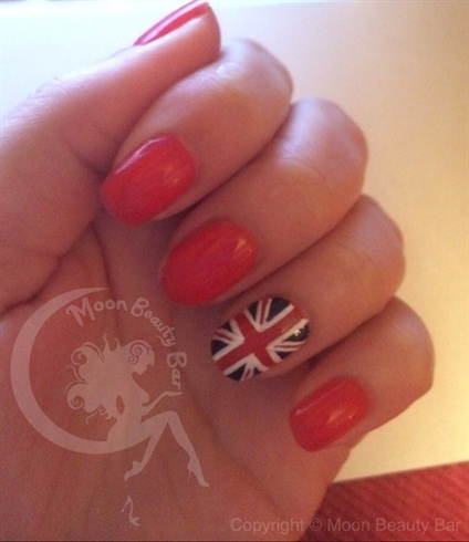 UK British Flag Accent Nail Mani