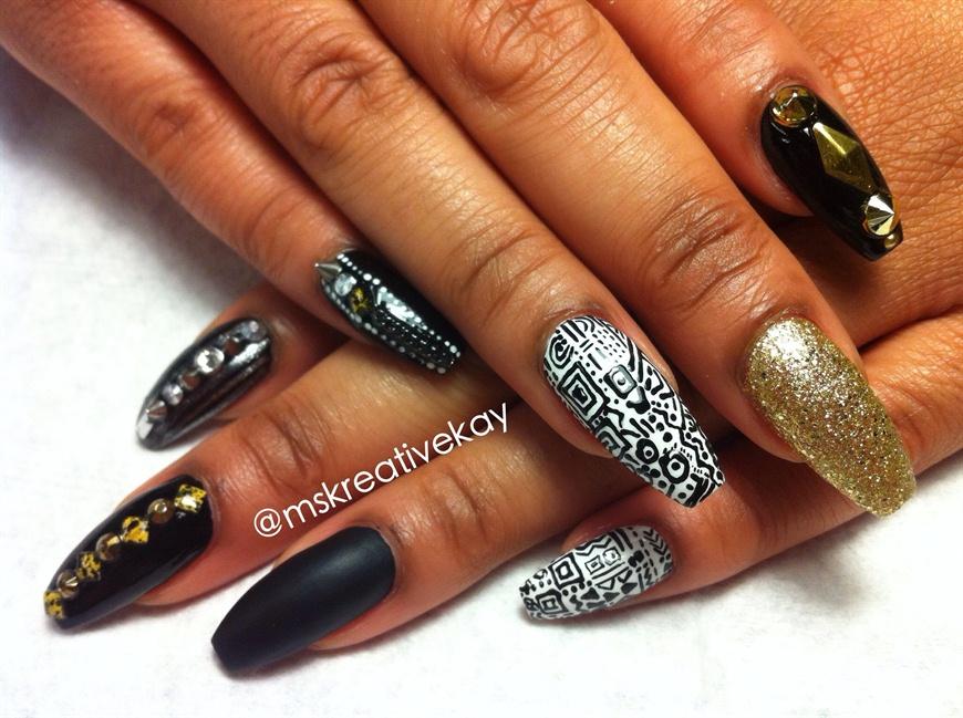 Black White Gold Theme Nail Art Gallery