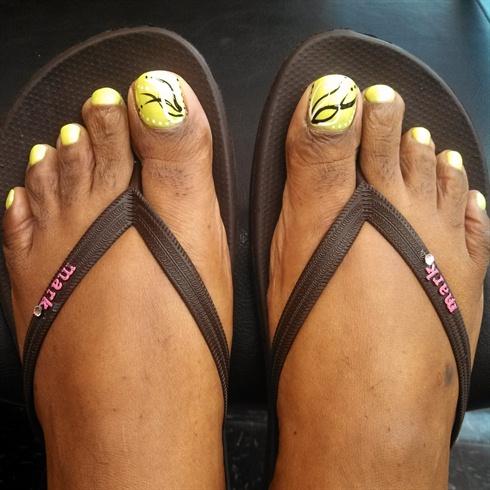 Neon toes w/nail art! - Nail Art Gallery