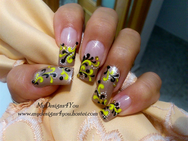 Fall nail art.