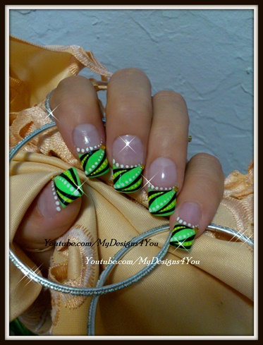 ABSTRACT FRENCH TIP NAIL ART - LIGHT GRE