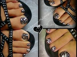 nail art:  Shattered Glass Nail Art