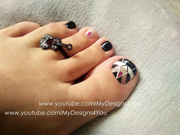 Black & white toenail art design