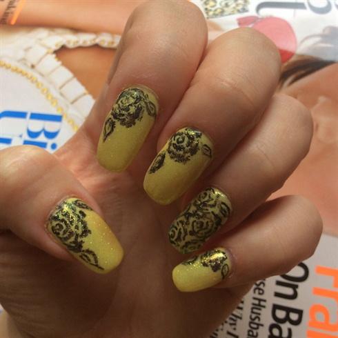 Mermaid Effect Nails