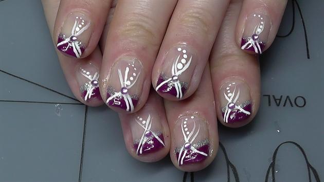 lila mit Glitzer und Zierstreifen