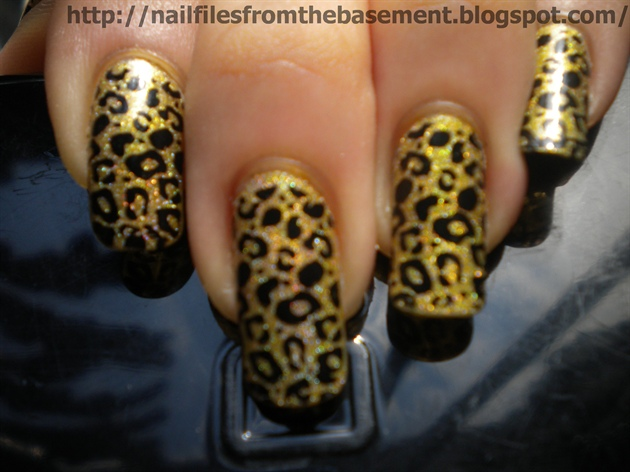 Gold Cheetah Nails