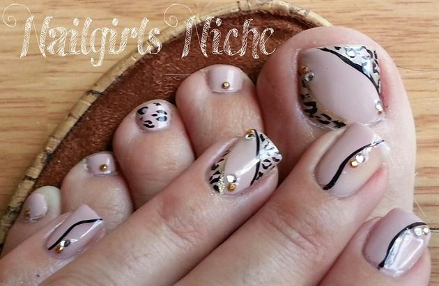 neutral leopard