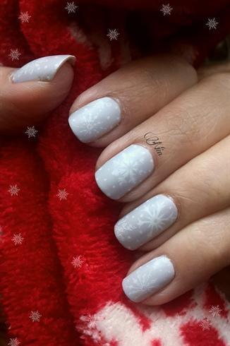 cozy snowflakes nailart