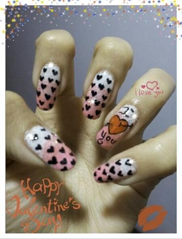 Polka hearts nails