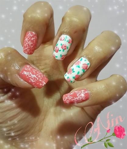 Cute Romantic floral nails