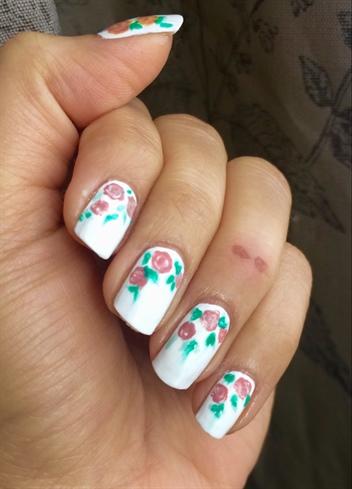 Simple Roses Nail Art