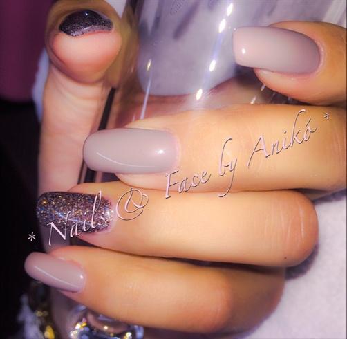 Nude & Dark Diamond Nails
