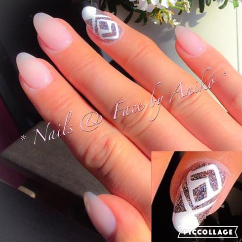 Nude-Nails & Glitter-Highlight