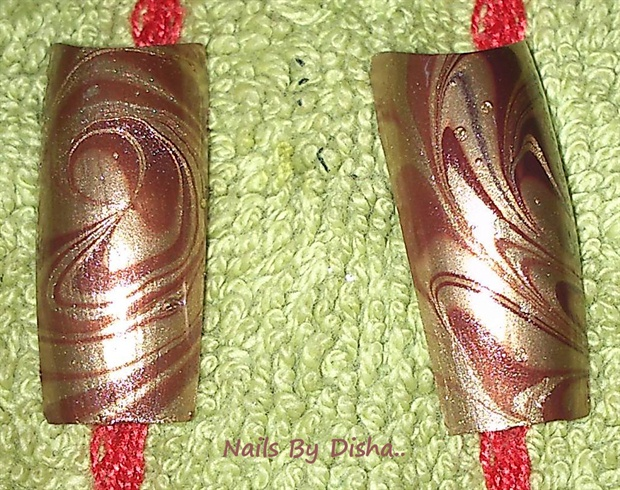 Spiral water marble nail art