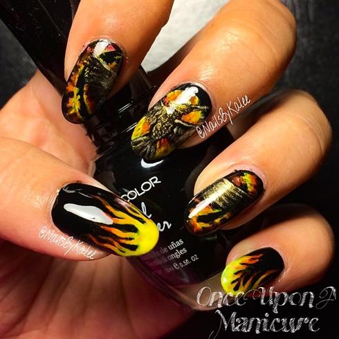 Hunger Games : Mockingjay Nail Design