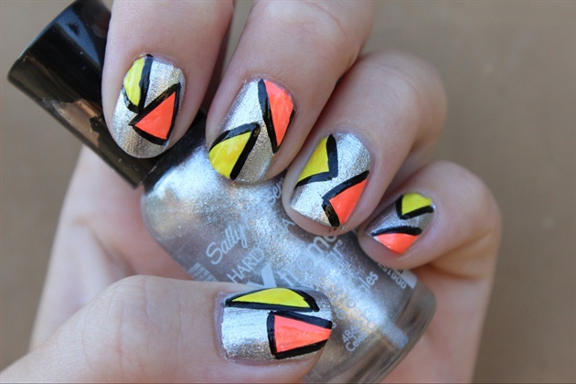Bold Geometric Triangle Nails