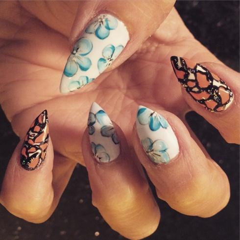 Florals gel manicure