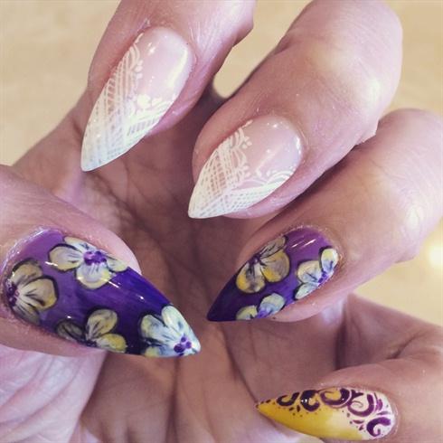 Floral gel manicure