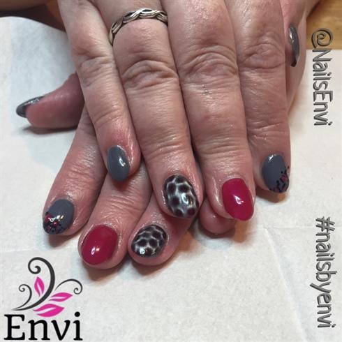Maroon & grey Nails