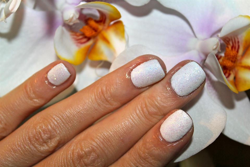 White glitter - Nail Art Gallery