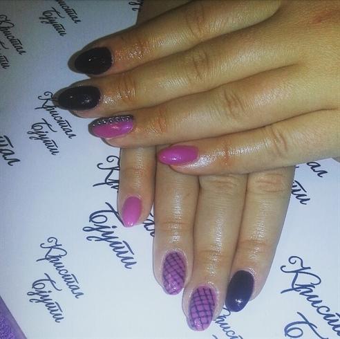 Pink-violet nails