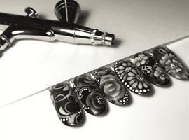 nail art: Airbrushing