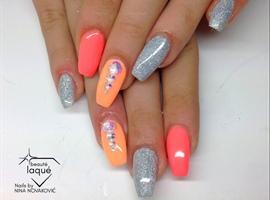 nail art: peach orange silver