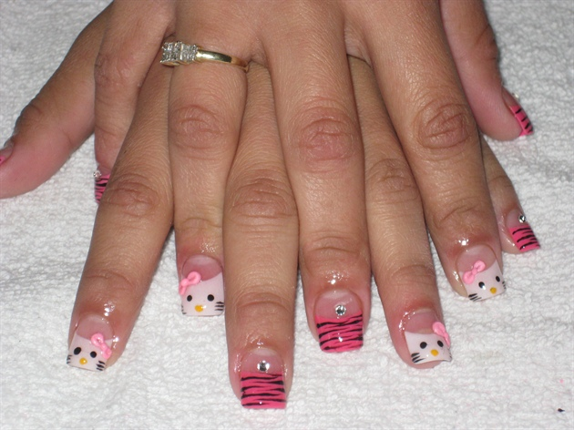 hello kitty 3d bow - Nail Art Gallery