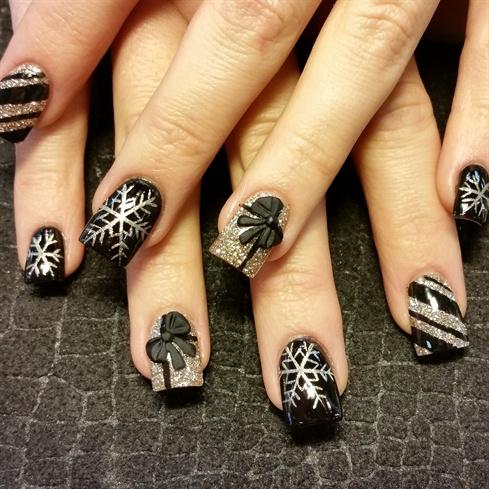 black and gold xmas - Black Christmas Nails