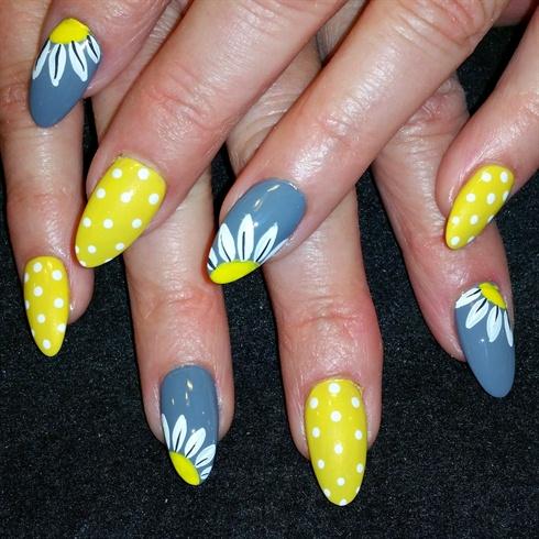 polka dots and daisys