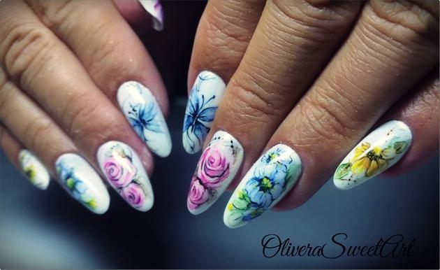 Aquarelle floral nails