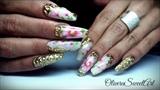 Golden vintage floral nails