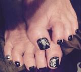 Black N White Toes