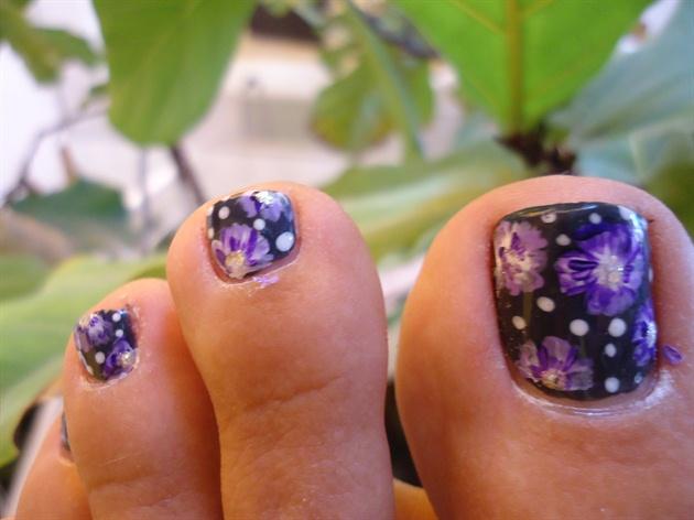 Flowers & Dots Toe Nail Art