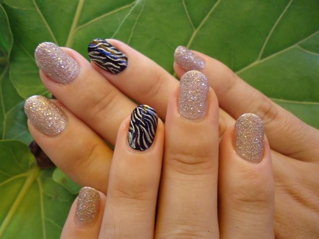Short nails sand & zebra print
