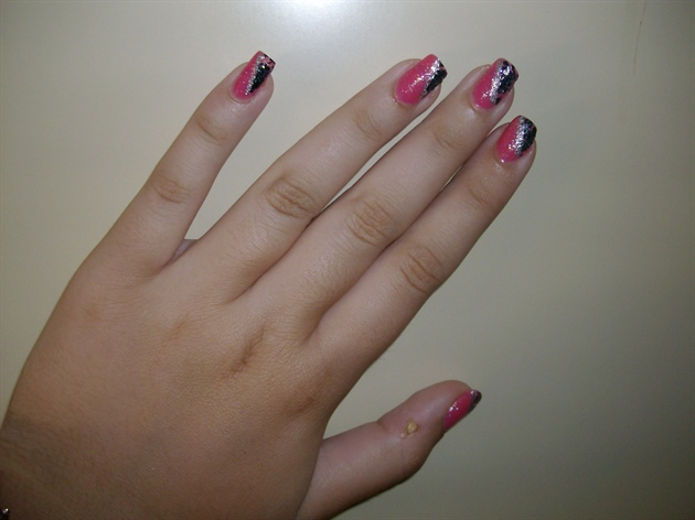 Nail art - Pink and black CRACKLE
