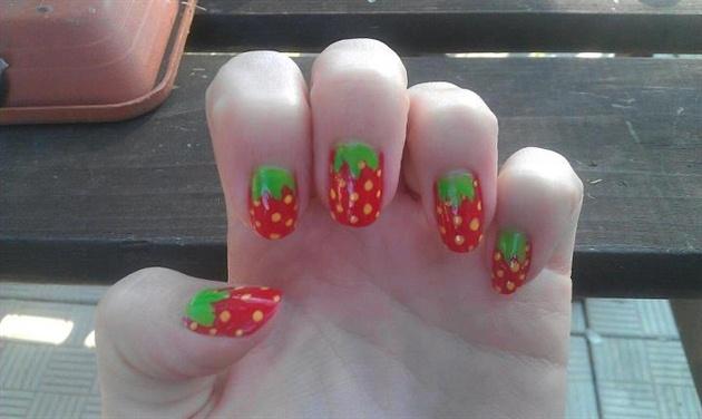 Strawbeeries nails