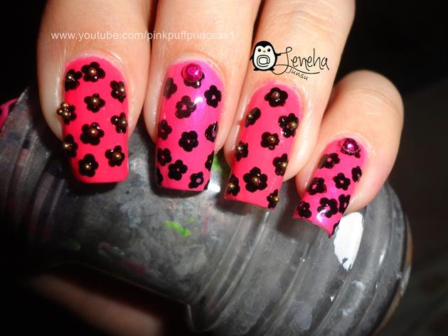Small Flowers Nail Art