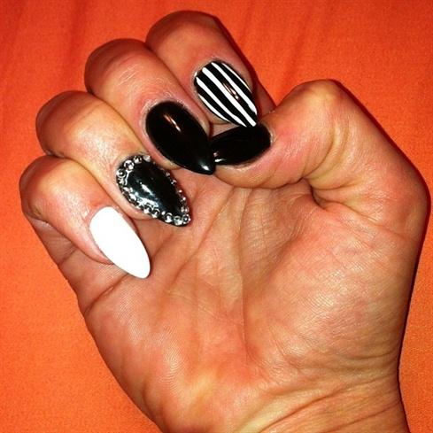 Black and white almond shape nails nail art gallery black and white almond shape nails prinsesfo Choice Image