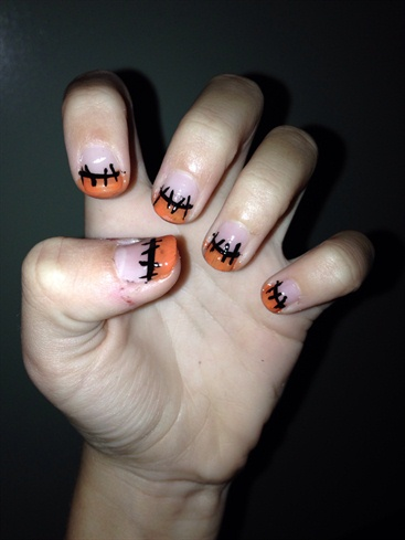 Stitches Nail Art💅🏻👌🏻🎃
